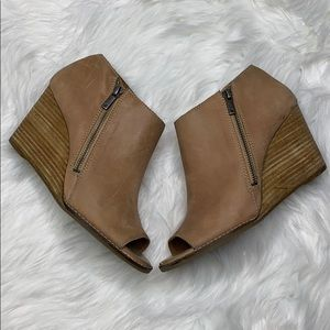 Lucky Brand Tan Wedge Leather Ankle Booties Size 9